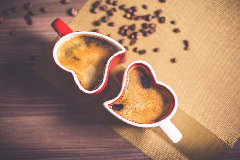 lovely-and-romantic-heart-coffee-cups_free_stock_photos_picjumbo_HNCK1677-1570x1047